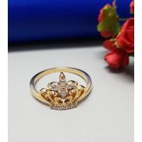 Anel Dourado Formato Coroa com Cristais